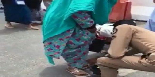 ماذا قال رجل الأمن الذي خلع حذاءه ليعطيه لمسنة في مكة؟