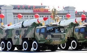 """الصين تتحدى العالم.. وفيديو """"مخيف"""" لأقوى صواريخها"""