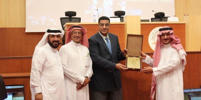 معالي د.عبدالله الحسين يعد بتحقيق رغبة الدكتور معجب الزهراني بتدريس بعض المواد في جامعة الباحة