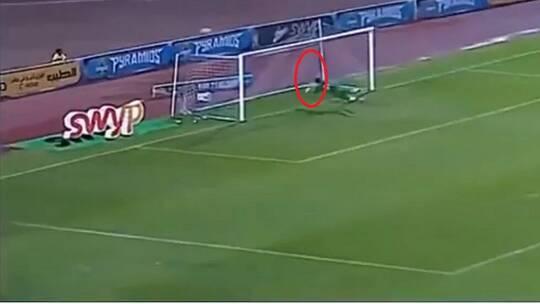 """""""سوبر مان"""" يظهر في الدوري المصري.. تصدي مذهل في مباراة بيراميدز وإنبي"""