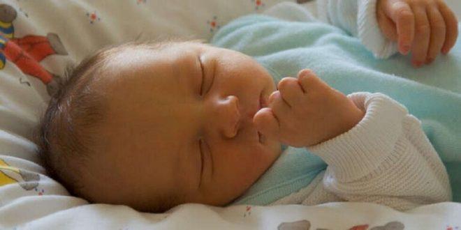 """جين يمنع الرضع من هضم الحليب قد يفك أسرار """"متلازمة الموت المفاجئ"""""""