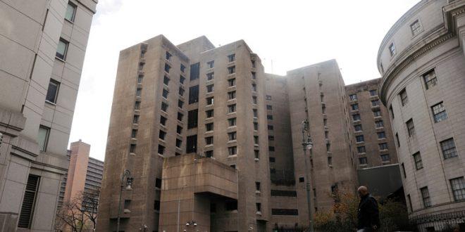 تقرير: تعيين حارس فشل في منع انتحار إبشتاين إلى منصب أرفع في سجن آخر