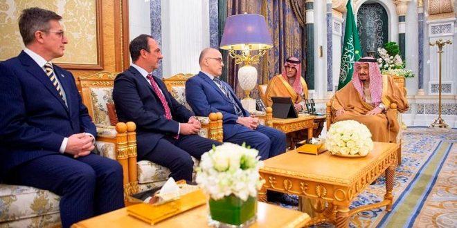 الملك سلمان يتسلم أوراق اعتماد عدد من السفراء الجدد