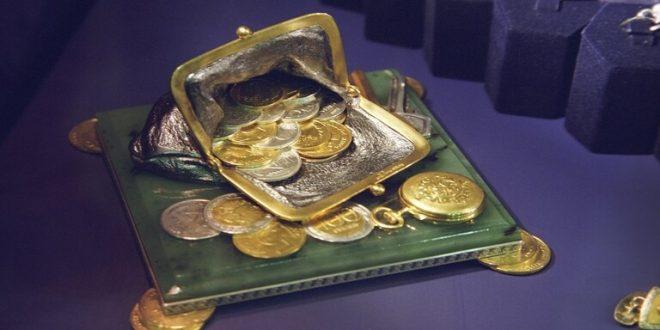 سويسرا تسك أصغر قطعة نقدية ذهبية حفرت عليها صورة أينشتاين
